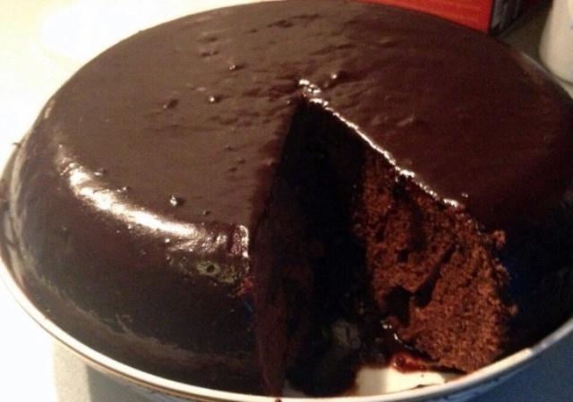Простий шоколадний кекс в мультиварці