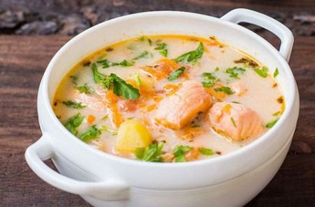 Рибний суп з овочами та вершками