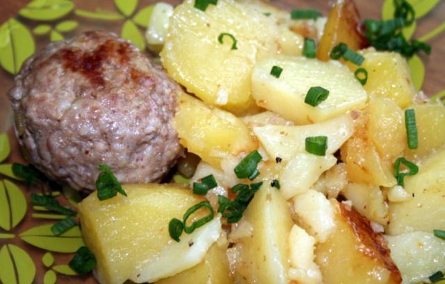 Котлети з картоплею в мультиварці