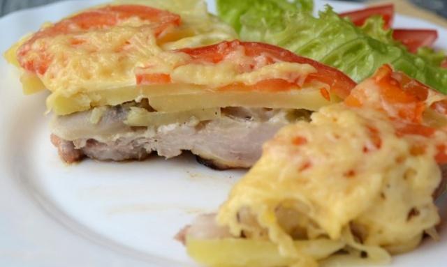 М'ясо по-французьки з картоплею в мультиварці