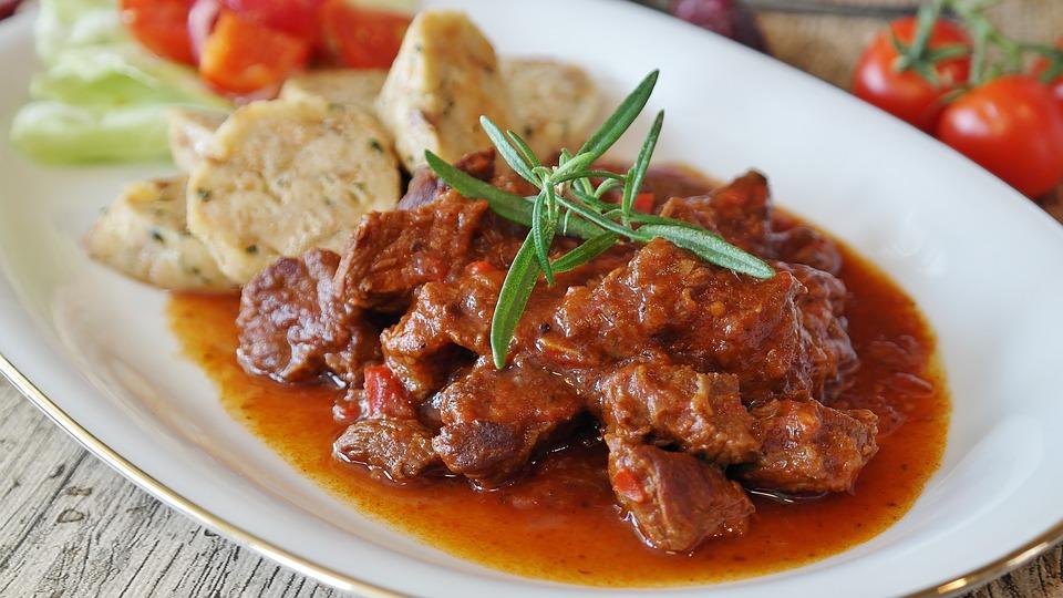 Як смачно приготувати м'ясо в мультиварці