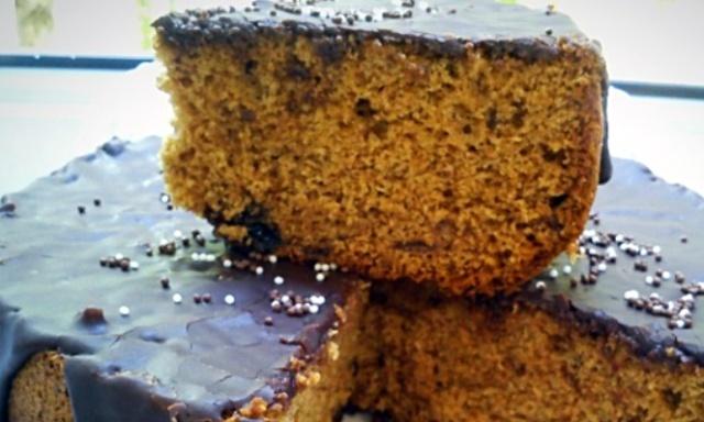 Простий пиріг з варенням в  мультиварці