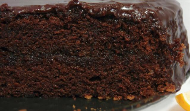 Простий шоколадний тортик в мультиварці