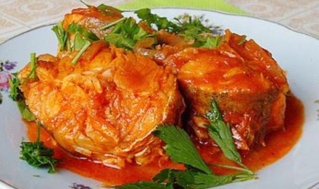 Риба в томаті в мультиварці