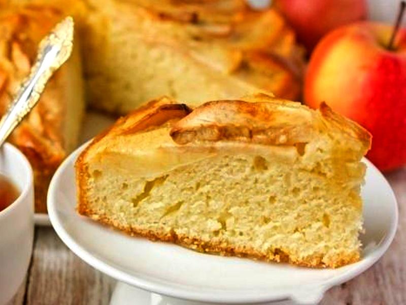 Шарлотка або яблучний пиріг в мультиварці