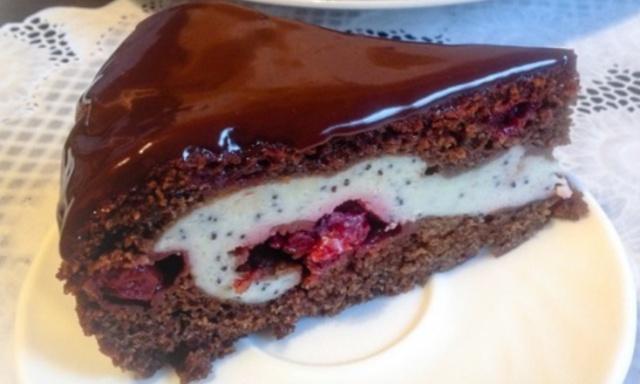 Шоколадно-вишневий пиріг з сирно-маковою начинкою в мультиварці