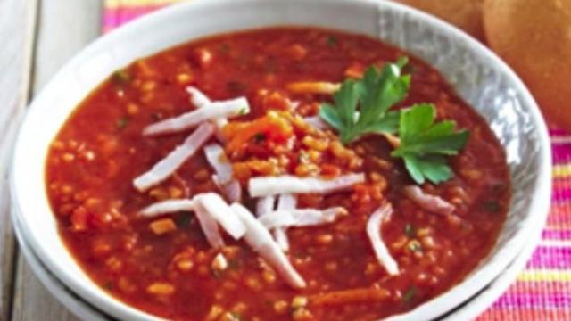 Томатний суп з копченою грудинкою в мультиварці