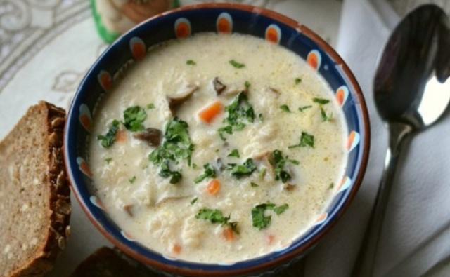Вершковий суп з пшоном та грибами