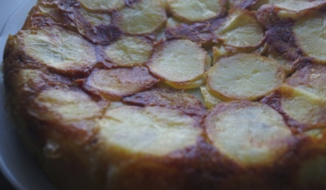 Заливний пиріг з рибою і картоплею в мультиварці